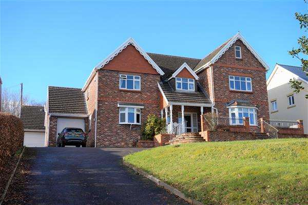 5 Bedrooms Detached House for sale in Waterloo Road, CAPEL HENDRE, Ammanford