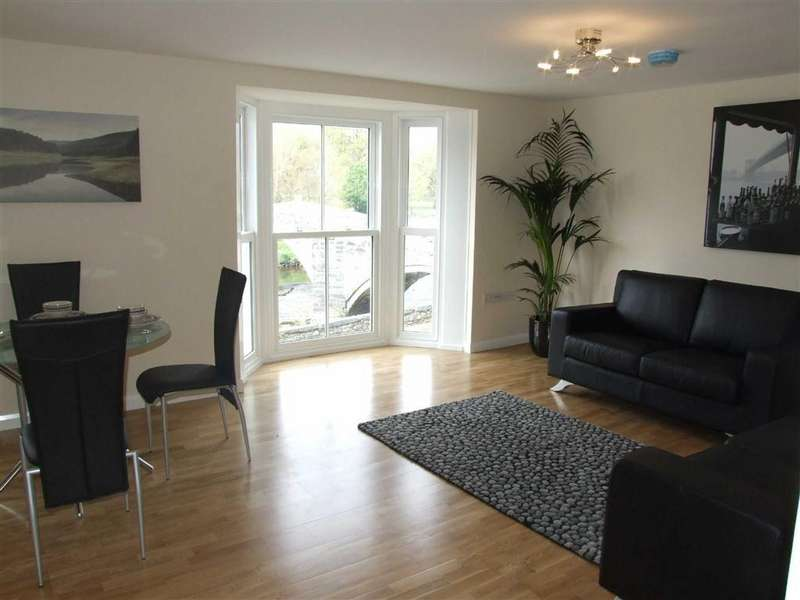 2 Bedrooms Flat for sale in Bridge Street, Llanrwst, Conwy