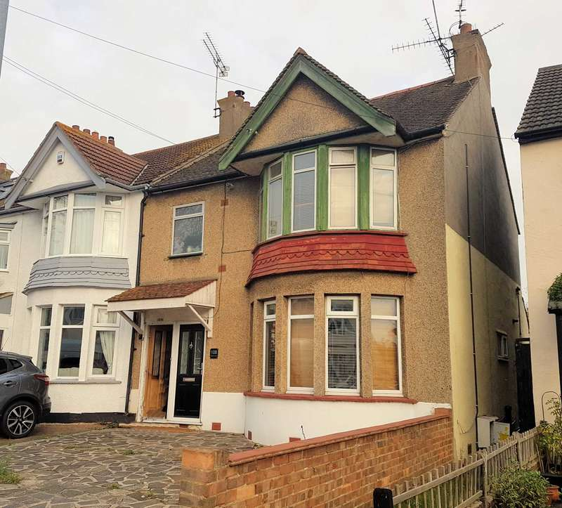 1 Bedroom Flat for sale in Southsea Avenue, Leigh On Sea