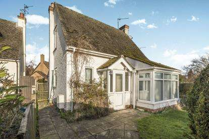 2 Bedrooms Detached House for sale in The Green, Bromham, Bedford, Bedfordshire
