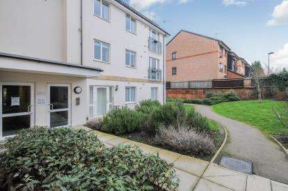 2 Bedrooms Flat for sale in Beckwith Close, Enfield