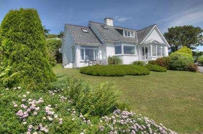 3 Bedrooms Detached House for sale in Upper Morannedd, Criccieth, Gwynedd, ., LL52