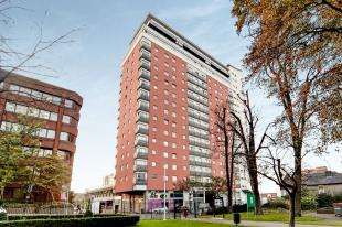 2 Bedrooms Flat for sale in Aspects, 1 Throwley Way, Sutton, Surrey