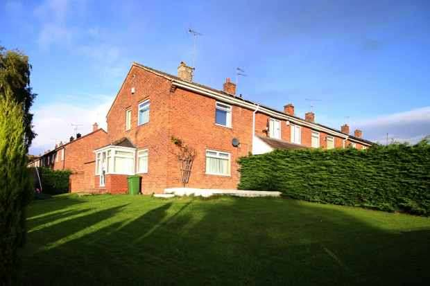 3 Bedrooms Property for sale in Cefndre, Wrexham, Clwyd, LL13 9PB