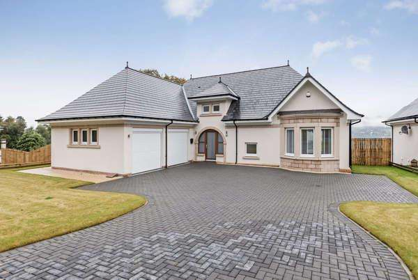 5 Bedrooms Detached House for sale in 11 Kings Point, Shandon, Helensburgh, G84 8BT