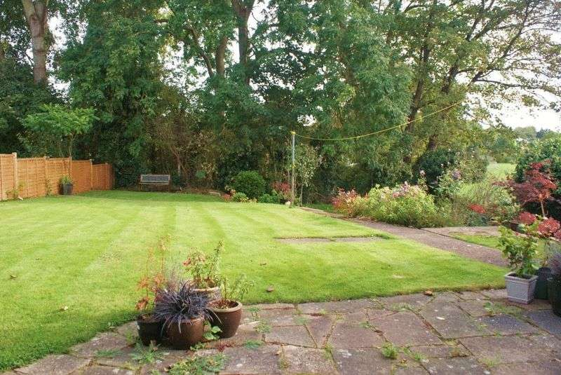 2 Bedrooms Property for sale in Crest Close, Ruscombe