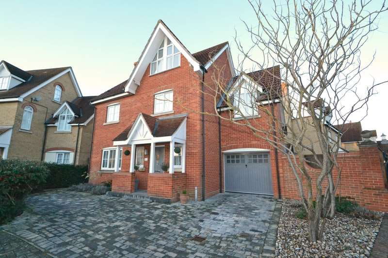 5 Bedrooms Detached House for sale in Grantham Avenue, Braintree, Essex, CM77