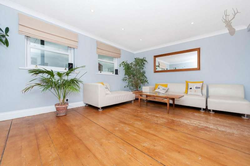 2 Bedrooms Flat for sale in Roman Road, Bow, E3