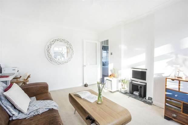 1 Bedroom Flat for sale in Staveley Gardens, Chiswick