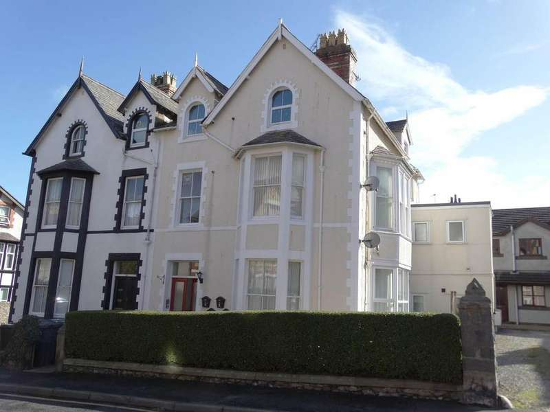1 Bedroom Flat for sale in Flat 3 25 Woodland Road West, Colwyn Bay, LL29 7DH