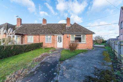 2 Bedrooms Bungalow for sale in Courtfield Road, Stanton St. John, Oxford, Oxfordshire