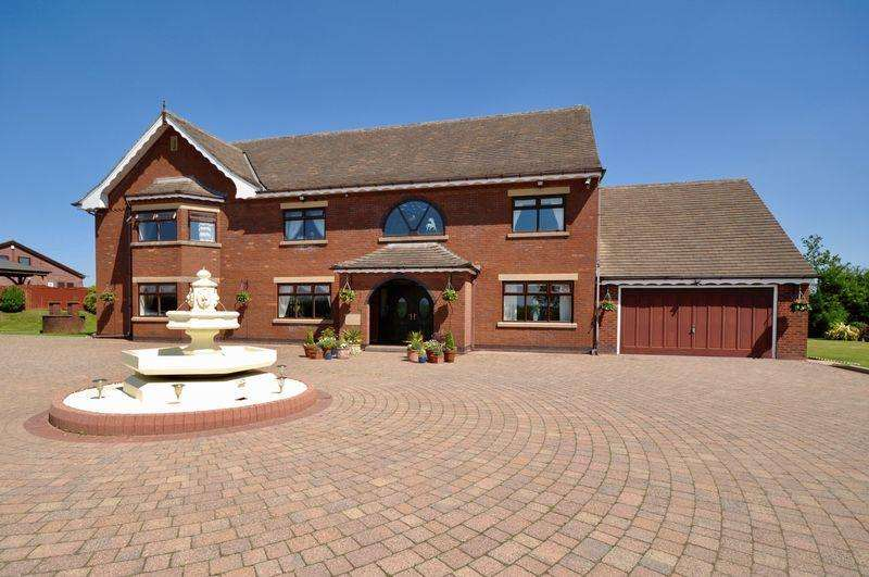 5 Bedrooms Detached House for sale in Rhodes Green, Manchester