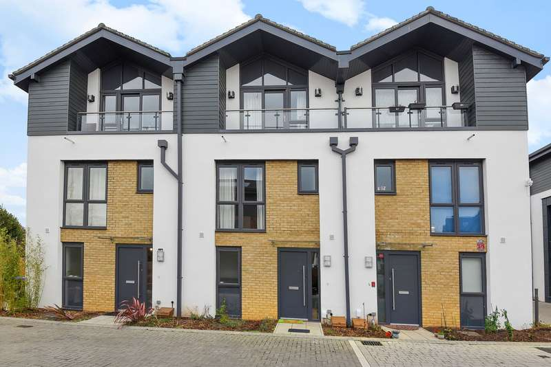 4 Bedrooms Terraced House for sale in Woking
