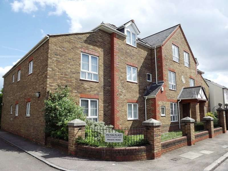 2 Bedrooms Ground Flat for sale in Pyne Road, Tolworth