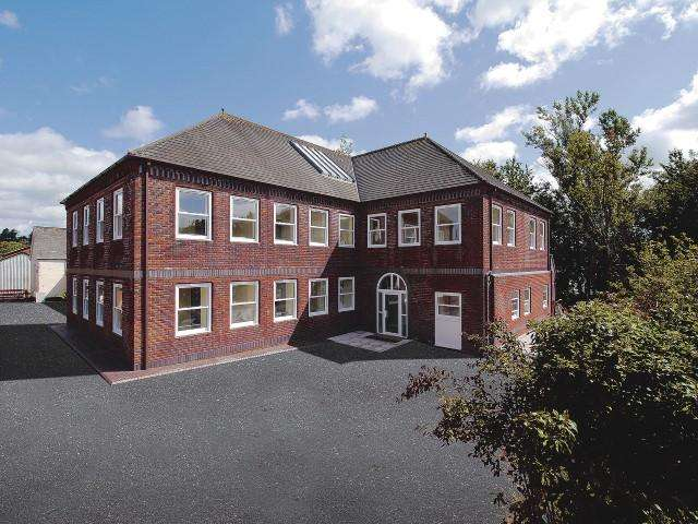 2 Bedrooms Apartment Flat for sale in Station Road, Mill Lane, Station Road,Wiveliscombe, Taunton TA4