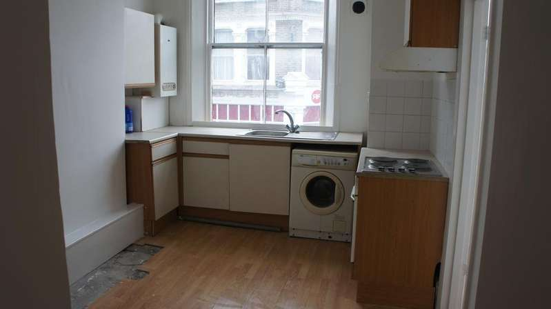 2 Bedrooms Flat for sale in High Street, London SE25