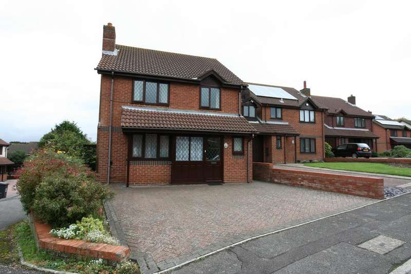 4 Bedrooms Detached House for sale in Harewood Gardens, Littledown, Bournemouth BH7