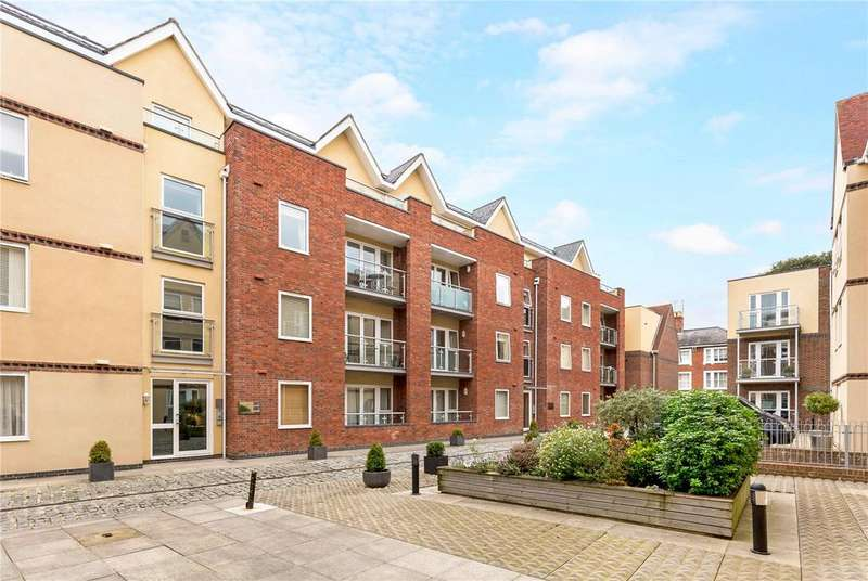 2 Bedrooms Flat for sale in Shippam Street, Chichester, West Sussex