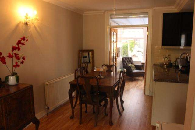 3 Bedrooms Semi Detached House for rent in Studland Road, Hanwell, London W7