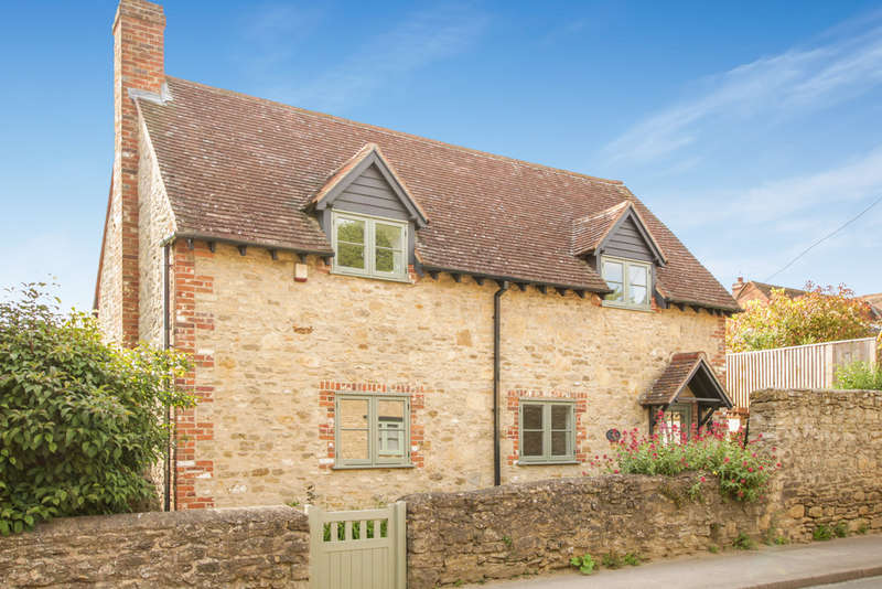 4 Bedrooms Detached House for sale in High Street, Little Milton