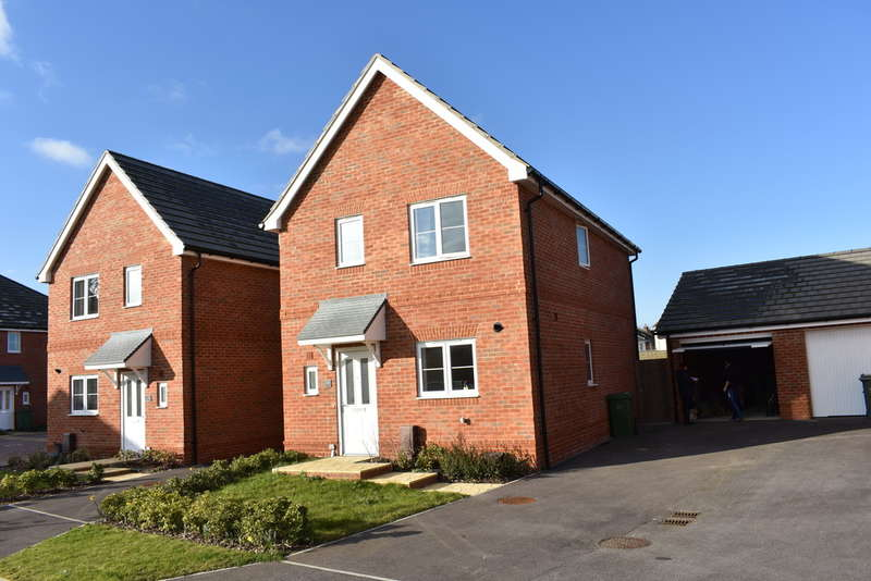 3 Bedrooms Detached House for rent in Guardians Way, Milton