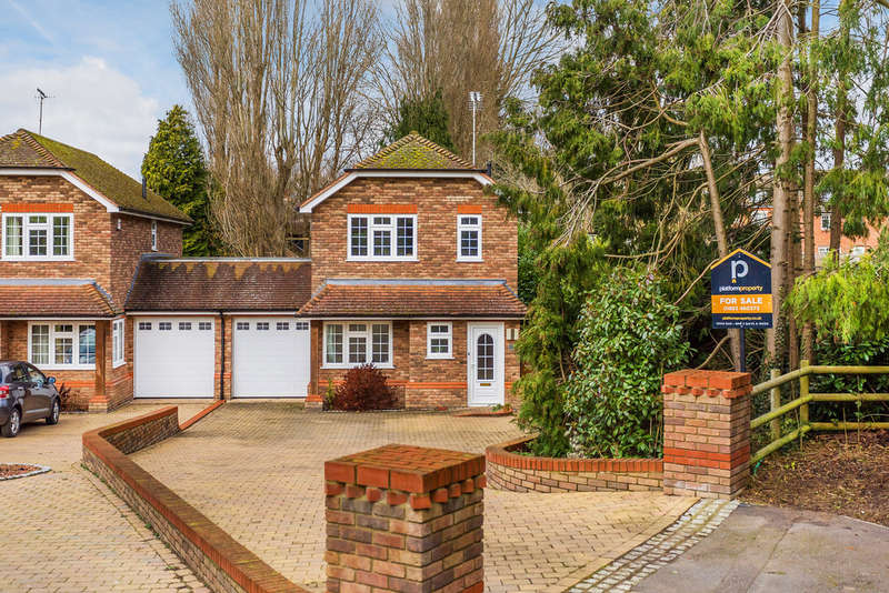 3 Bedrooms Semi Detached House for sale in Nunappleton Way, Oxted, RH8