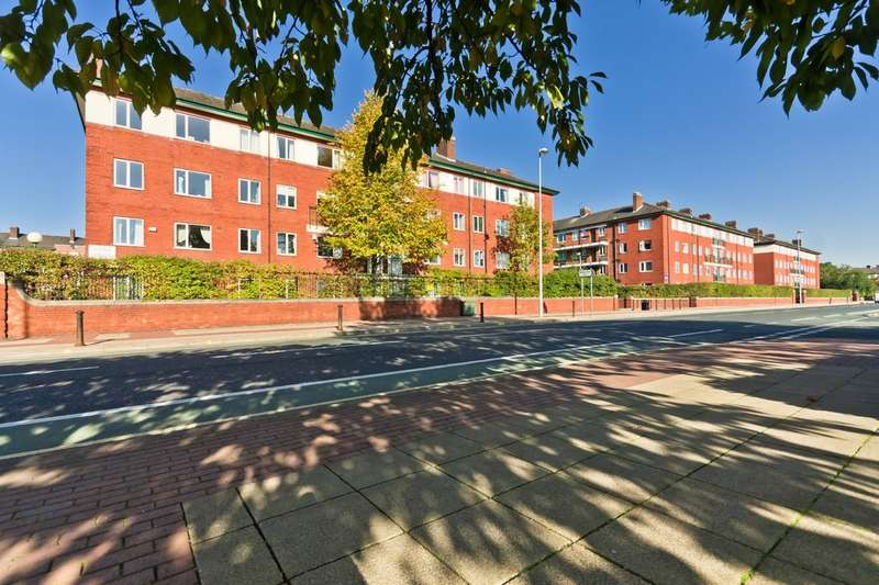 2 Bedrooms Flat for sale in Kielder Square, St James Park, Eccles New Road