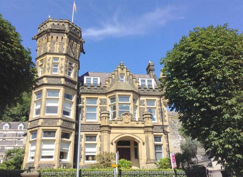 2 Bedrooms Apartment Flat for sale in Church Walks, Llandudno