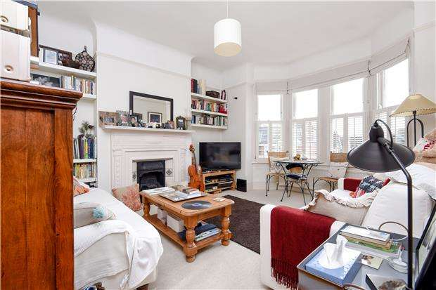 3 Bedrooms Maisonette Flat for sale in Harborough Road, LONDON, SW16 2XW