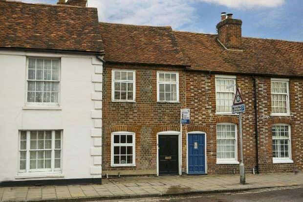 2 Bedrooms Terraced House for sale in High Street, Theale, Reading,