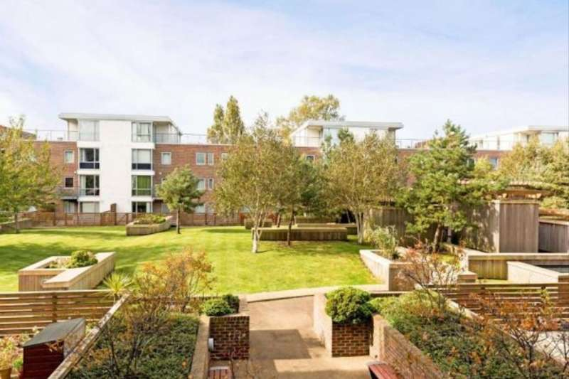 2 Bedrooms Flat for sale in Cross Street, Portsmouth, PO1
