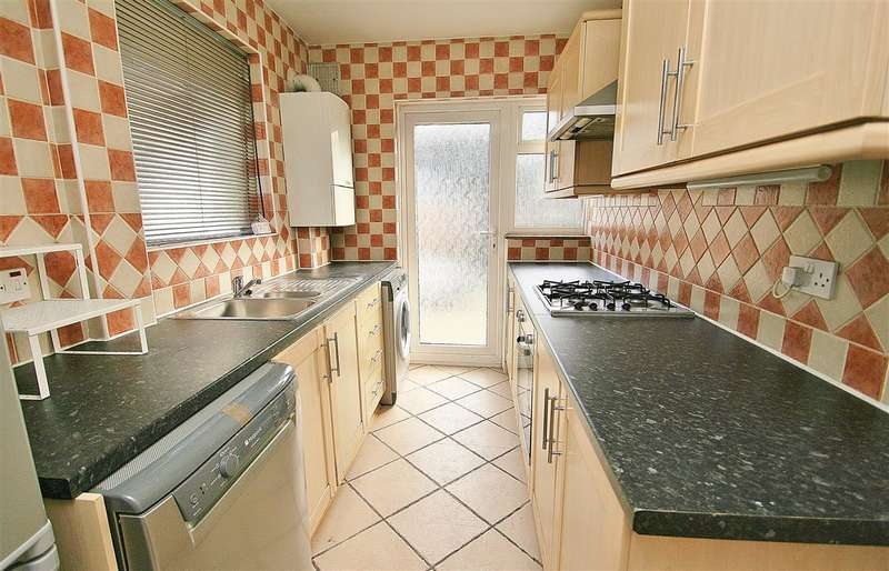 3 Bedrooms Semi Detached House for rent in Station Road, Hayes