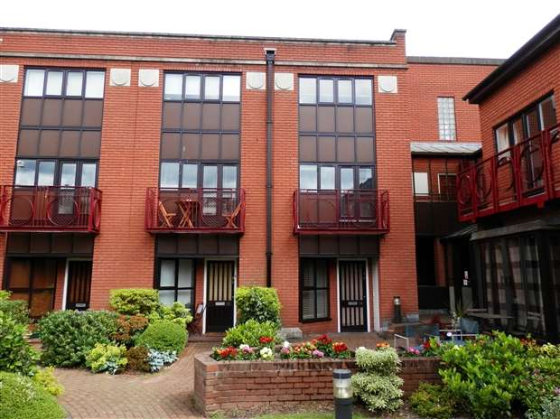 2 Bedrooms Property for rent in Livery Street Town Birmingham B3