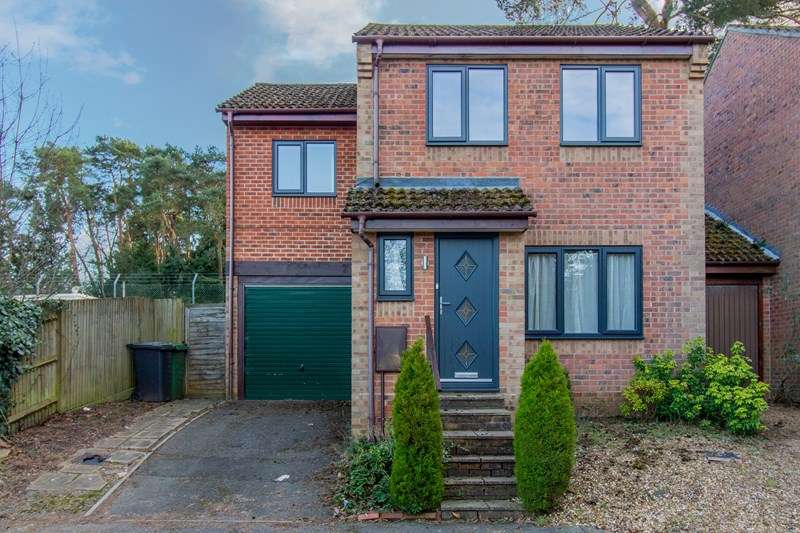 3 Bedrooms Link Detached House for rent in Rydal Close, Bordon