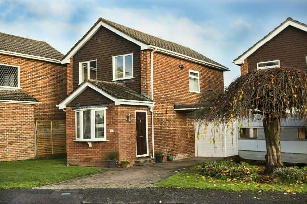 3 Bedrooms Detached House for sale in Kendall Avenue Shinfield Reading