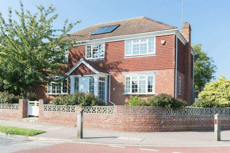 4 Bedrooms Detached House for sale in Canterbury