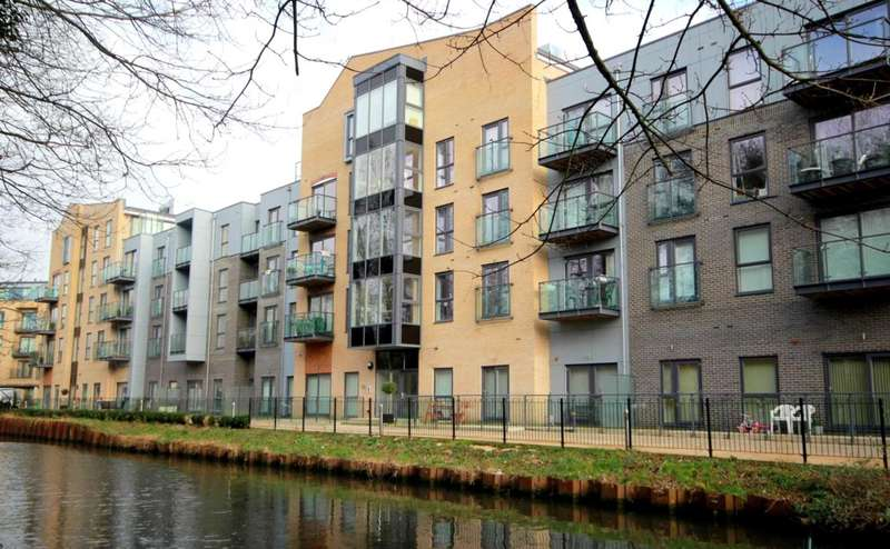2 Bedrooms Apartment Flat for sale in NASH MILLS with EN SUITE to master & BALCONY, HP2