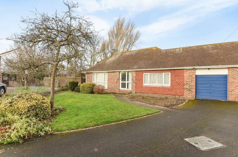 2 Bedrooms Bungalow for sale in Fairfield Road, Bosham, PO18