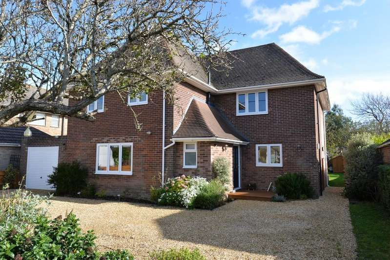 4 Bedrooms Detached House for sale in Barton Drive, Barton on Sea