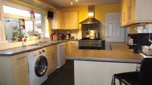 3 Bedrooms Semi Detached House for sale in Beech Gardens, Crawley Down, West Sussex