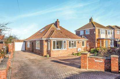 3 Bedrooms Bungalow for sale in Willow Drive, Louth, Lincolnshire, ..