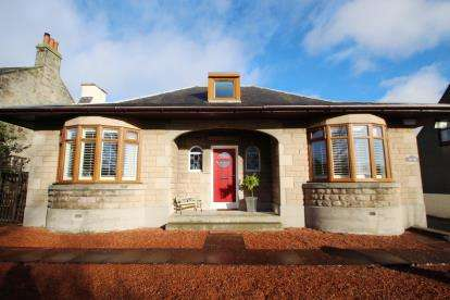 3 Bedrooms Bungalow for sale in Carnock Road, Dunfermline