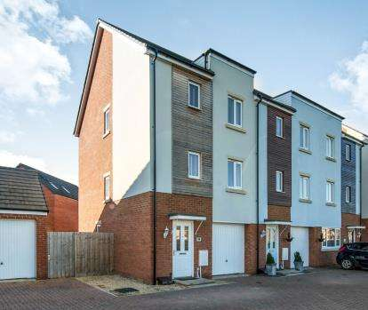 3 Bedrooms End Of Terrace House for sale in Boscombe Down, Kingsway, Gloucester, Gloucestershire