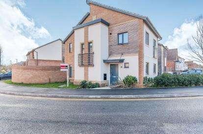 3 Bedrooms Semi Detached House for sale in Hawksbill Way, Peterborough, Cambridgeshire