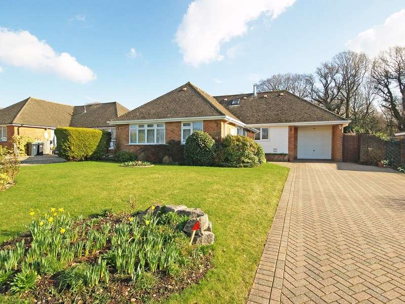4 Bedrooms Detached Bungalow for sale in Braemar Drive, Highcliffe, Christchurch