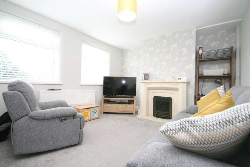 2 Bedrooms Semi Detached House for sale in Essex Road, Birkdale, Southport, PR8 4LZ