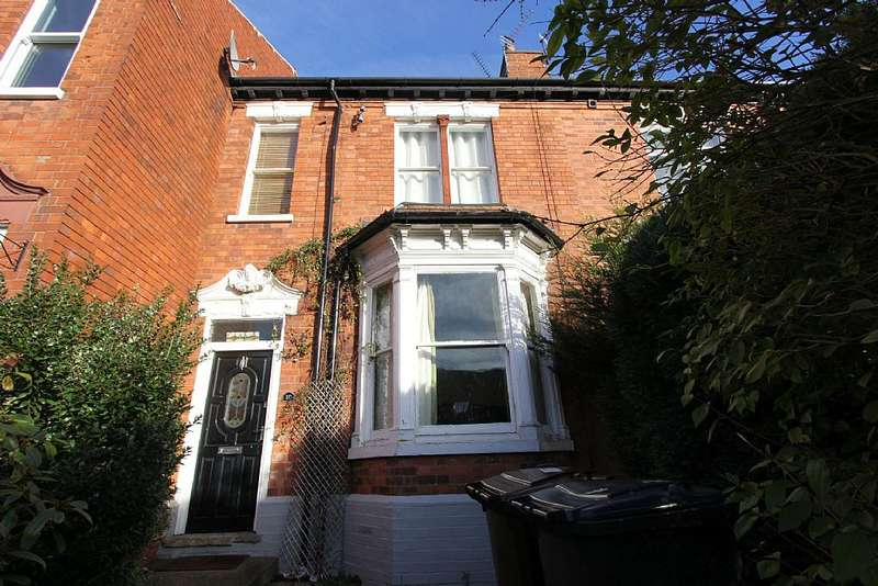 4 Bedrooms Terraced House for rent in Albert Crescent, Lincoln, Lincolnshire, LN1 1LX