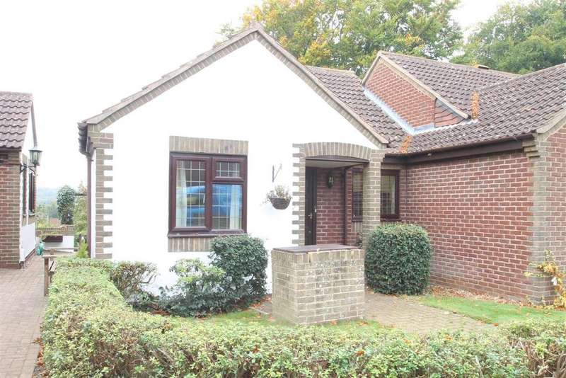 2 Bedrooms Bungalow for sale in Matterdale Gardens, Barming, Maidstone