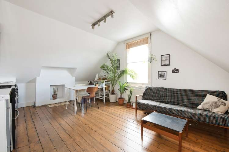2 Bedrooms Flat for sale in Halesworth Road Lewisham SE13