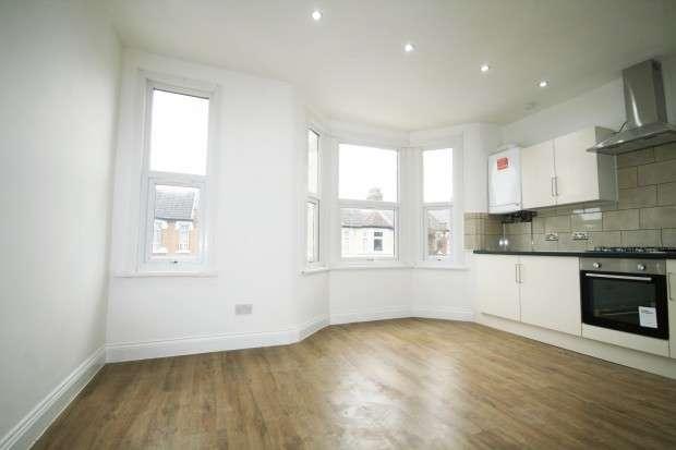 2 Bedrooms Flat for sale in Sherrard Road, London, E12
